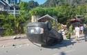 Xe 7 chỗ lật ngửa sau cú tông 8 xe máy