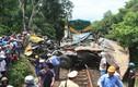 Tàu hỏa húc xe tải đi xa 300 m, một người chết
