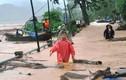 Mối nguy rình rập trẻ mùa mưa lũ cha mẹ cần biết