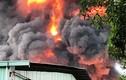 Cháy cực lớn, thiêu rụi hàng trăm mét vuông kho chứa hoá chất