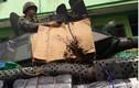 Khó đỡ: Philippines bọc bìa giấy cho xe thiết giáp chống IS