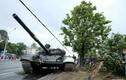 Húc cột điện, xe tăng T-72 nhận cái kết đau điếng