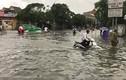 Áp thấp nhiệt đới càn quét, miền Trung chìm trong biển nước