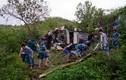 Ảnh: Xúc động chiến sĩ hải quân giúp dân sau mưa bão