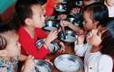 Phát hiện mới, sốc vụ trường mầm non cho trẻ ăn miến luộc