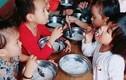 Đình chỉ hiệu trưởng trường mầm non cho trẻ ăn miến luộc