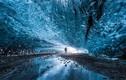 Ngắm hang động đá băng đẹp khó cưỡng ở Iceland
