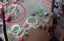 Hà Nội: Chém nhau kinh hoàng giữa chợ, một người chết
