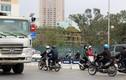 Dòng xe máy đi ngược chiều gây náo loạn đường Hà Nội