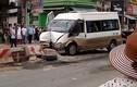 Hà Nội: Xe khách lao vào dải phân cách, nhiều người bị thương