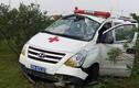 Xe cứu thương chở bệnh nhân gặp nạn trên cao tốc HN-TN