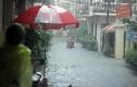 Ảnh: Đường phố Hà Nội biến thành sông do ảnh hưởng bão số 2