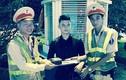 Hà Nội: CSGT trả lại cặp chứa kim cương cho người dân