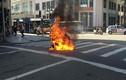 Hoảng hồn xe máy Attila bốc cháy ngùn ngụt trên phố Tràng Tiền