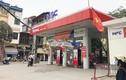 Hà Nội: Nhân viên cây xăng mải nghe điện thoại, quên cả thu tiền