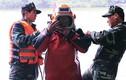 Cận cảnh người nhái ngụp lặn rà phá bom mìn ở hồ Gươm