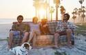 Ba người bạn và chó cưng vác ghế sofa phượt khắp Bắc Mỹ