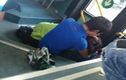 """Đôi trai gái đóng """"cảnh nóng"""" trên xe buýt gây phẫn nộ"""