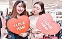 Hot girl check-in tại cửa hàng H&M, Zara đầu tiên tại Hà Nội
