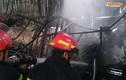 Hà Nội: Gara cháy lớn, ô tô bị thiêu rụi