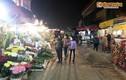 Chợ hoa khủng Hà Nội vắng vẻ, rớt giá ngày giáp Tết