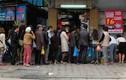 Ảnh: Người Hà Nội xếp hàng dài mua bánh trôi bánh chay