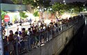 Ảnh: Hàng trăm người xem CS tìm xác nghi can cướp bị đuối nước