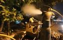 """Cận cảnh """"vòi rồng"""" trắng đêm diệt muỗi ở Hà Nội"""