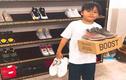 Tranh cãi chuyện cậu bé 12 tuổi đi giày gần 20 triệu