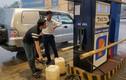 Tự ý tăng giá xăng sau bão, một cửa hàng bị phạt 40 triệu
