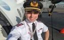 Hot boy phi công thích tự sướng trước giờ bay