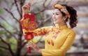 Nữ game thủ Việt xinh lung linh trong áo dài Tết