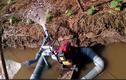 Video: Sinh viên chế robot điều khiển từ xa giúp nông dân tưới rau