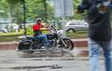 """Dân chơi môtô Harley Sài Gòn """"luyện công"""" dưới mưa"""