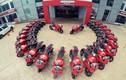 Hàng chục siêu xe Ducati Panigale 899 xếp hình mặt cười