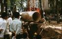Ảnh độc: Lắp ống nước khổng lồ ở Sài Gòn năm 1966