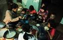 Video: Một ngày tất bật của cặp vợ chồng 12 năm đẻ 8 đứa con ở Hà Nội