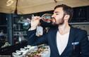 Sai lầm khi uống rượu vang rất nhiều người phạm phải