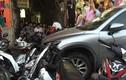 Xe điên Mazda 7 đâm liên hoàn 10 xe máy trên phố Hà Nội