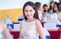 Biểu cảm của Bảo Thanh khi chạm trán vợ Việt Anh chốn đông người
