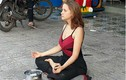 Cô gái Nga xinh đẹp ngồi thiền trên vỉa hè ở Phú Quốc để xin tiền
