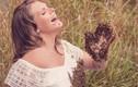 Vì kiểu ảnh độc lạ, bà bầu cho 20.000 chú ong bu kín bụng