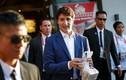 """Video: Thủ tướng Canada """"gây bão"""" khi mua gà rán ở Philippines"""