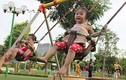 """Video: Phản ứng """"khó đỡ"""" của trẻ khi lần đầu tiên đến công viên"""