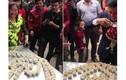 Video: Thách nhà trai uống hết 100 chén rượu mới cho rước dâu ở Lạng Sơn