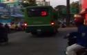 Đình chỉ tài xế lái xe buýt leo lề giữa trung tâm TPHCM