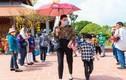 Hồ Ngọc Hà đưa Subeo đi viếng đền thờ của Hoài Linh ngày Tết