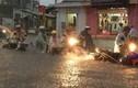 Mưa như trút nước, Sài Gòn lại ngập kinh hoàng