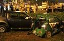 Hai ô tô đâm nhau kinh hoàng, nhiều người kêu cứu ở Sài Gòn