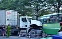 Kinh hoàng container đâm trực diện xe buýt, nhiều người bị thương